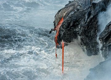 Two narrow lava hoses (Photo: Tom Pfeiffer)