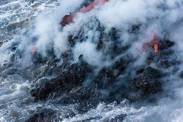 Black new lava. (Photo: Tom Pfeiffer)