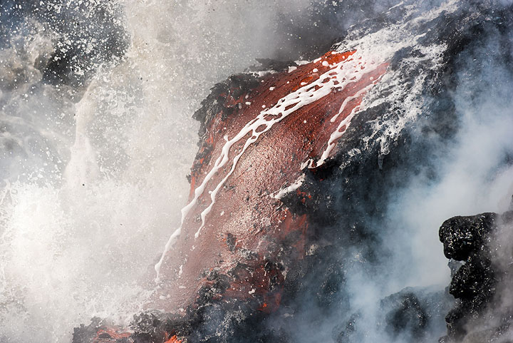 Lava flow and spray of a breaking wave. (Photo: Tom Pfeiffer)