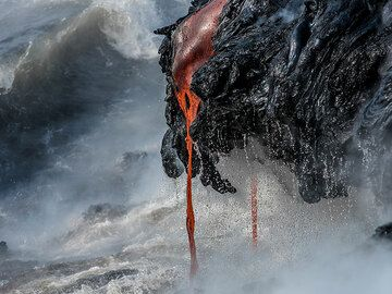 Lava dripping down into the water (Photo: Tom Pfeiffer)