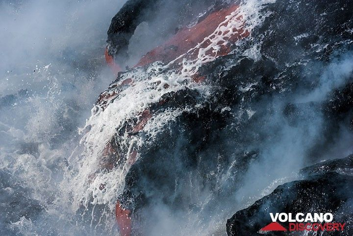 A lava flow took a shower. (Photo: Tom Pfeiffer)