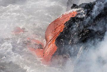 Lava sausage (Photo: Tom Pfeiffer)