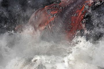 A beautiful ropy lava flow is invaded by a wave. (Photo: Tom Pfeiffer)