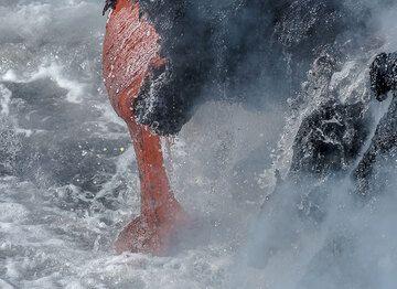 Relatively thick lava spigot. (Photo: Tom Pfeiffer)