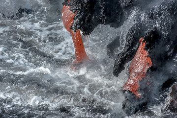 Active and inactive elephant trunks - miniature lava tubes. (Photo: Tom Pfeiffer)