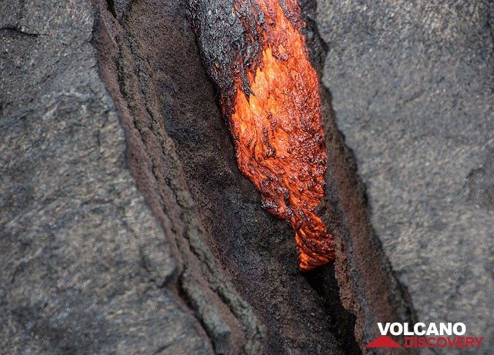 Active lava tongue inside a fracture. (Photo: Tom Pfeiffer)