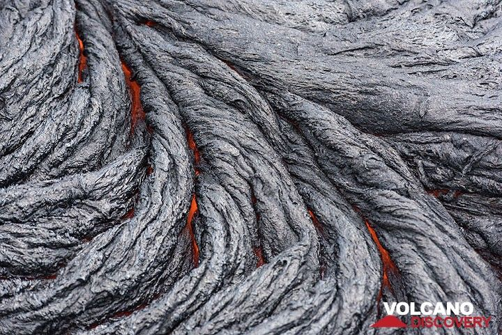 Lava ropes (Photo: Tom Pfeiffer)