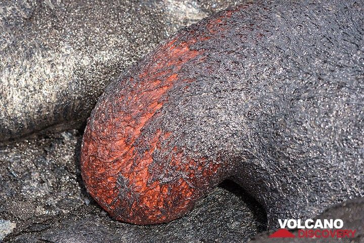 Close-up of an advancing lava toe. (Photo: Tom Pfeiffer)