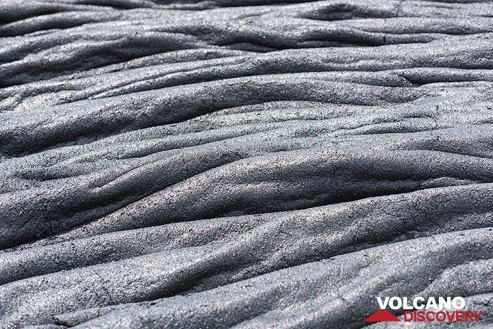 Patterns of lava ropes. (Photo: Tom Pfeiffer)