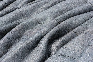 Pahoehoe lava patterns. (Photo: Tom Pfeiffer)