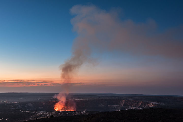 Lava lake just before sunrise (Photo: Tom Pfeiffer)