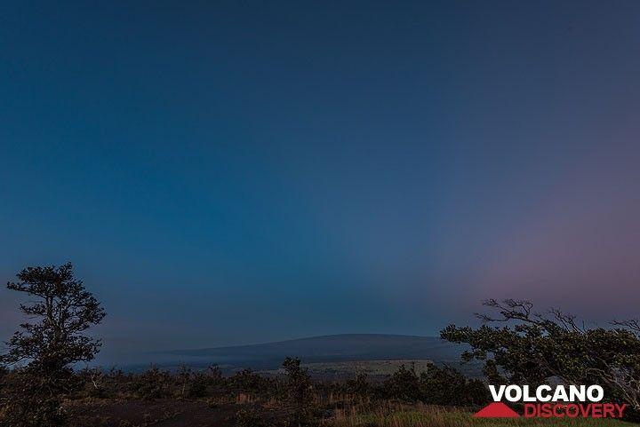 Mauna Loa, the world's biggest volcano at dawn (Photo: Tom Pfeiffer)