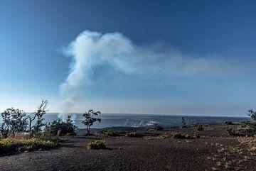 Gas plume rising from Halema'uma'u's lava lake (Photo: Tom Pfeiffer)