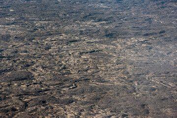 Pahoehoe lava flows cover the caldera floor. (Photo: Tom Pfeiffer)