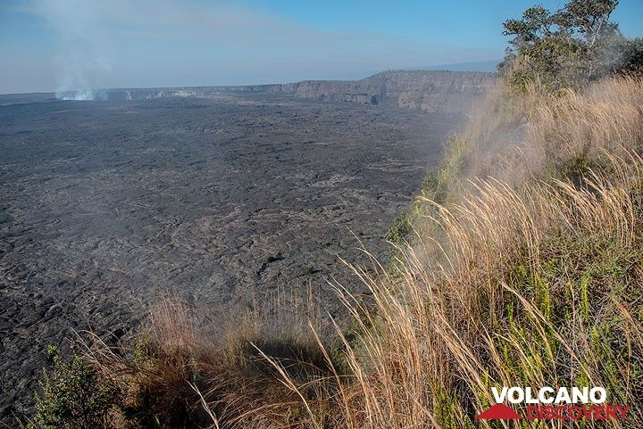 View of the Kilauea caldera from near the Volcano House (Photo: Tom Pfeiffer)