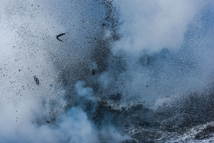 Lava fragments ejected during an explosion (Photo: Tom Pfeiffer)