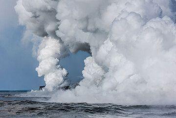Steam plume (Photo: Tom Pfeiffer)