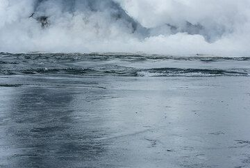 Up-welling warm water currents created by the interaction of lava and the sea smooth the surface. (Photo: Tom Pfeiffer)