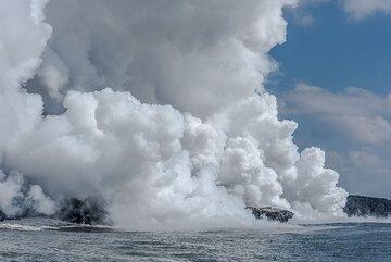 The steam plume (Photo: Tom Pfeiffer)