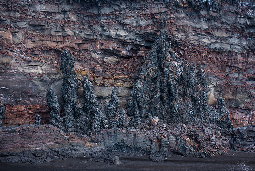 Frozen lava falls on the western Kamokuna bench. (Photo: Tom Pfeiffer)