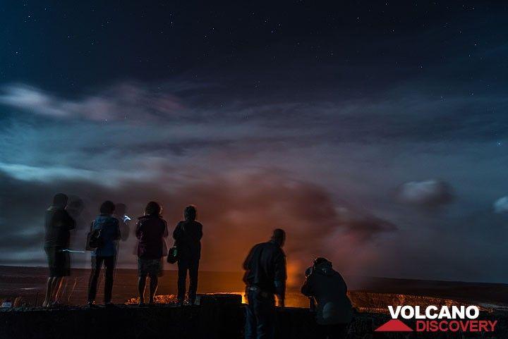 People at the Jagger museum on the rim of Kilauea's summit caldera watch the lava lake inside Halema'uma'u crater. The scene is illuminated by the full moon. (Photo: Tom Pfeiffer)