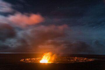 Illuminated low clouds drift over the caldera. (Photo: Tom Pfeiffer)