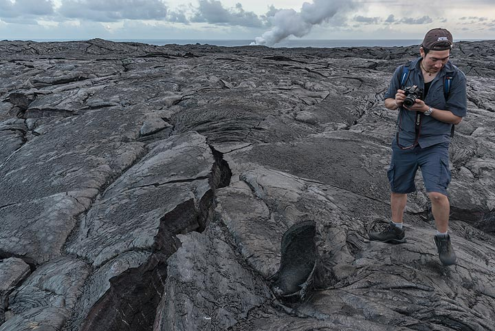 I-hui standing next to a small tumulus on the g61 lava flow field. (Photo: Tom Pfeiffer)