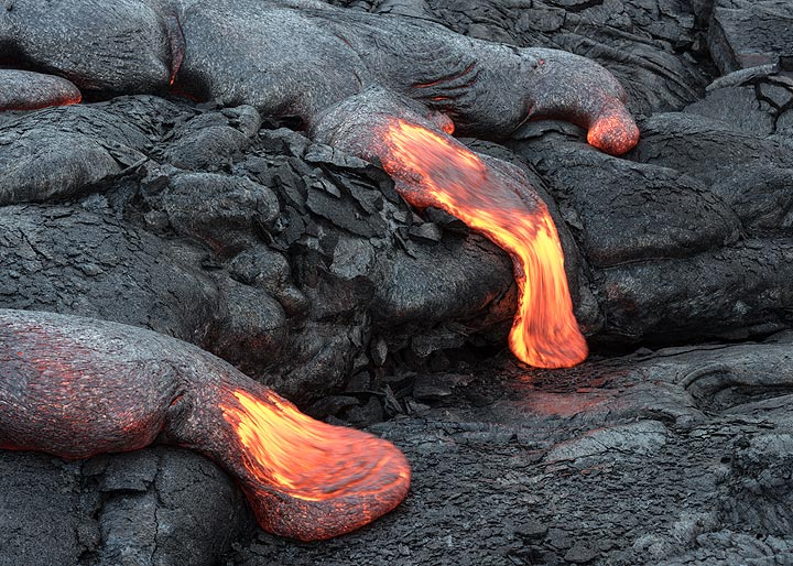 View of a group of active lava flow toes. (Photo: Tom Pfeiffer)