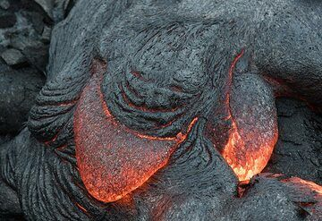 A lava smiley - can you see it? (Photo: Tom Pfeiffer)