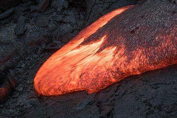 Moving lava toe. (Photo: Tom Pfeiffer)