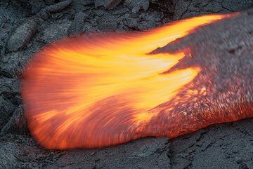 The same lava tongue, but with a longer exposure blurs the lava. (Photo: Tom Pfeiffer)