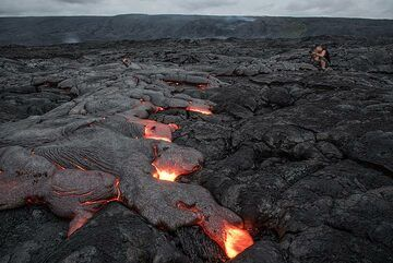 Kat photographing an active lava flow. (Photo: Tom Pfeiffer)