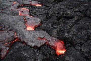 Quickly advancing lava toe (Photo: Tom Pfeiffer)