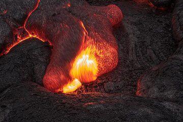 Advancing lava toe (Photo: Tom Pfeiffer)