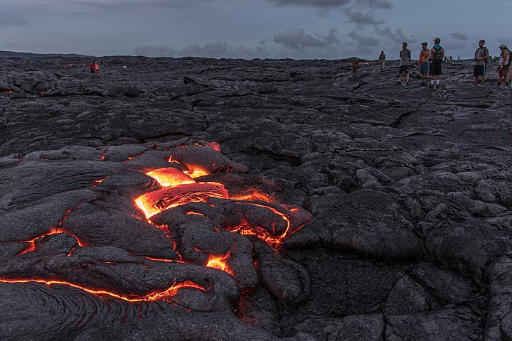 Soon, a group of hikers arrives, attracted by the glow from the lava. (Photo: Tom Pfeiffer)