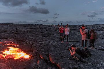 Other people join us at the lava flow when it gets dark. (Photo: Tom Pfeiffer)