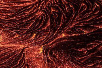 Red ropy lava (Photo: Tom Pfeiffer)