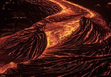 Ropy active lava channel at night (Photo: Tom Pfeiffer)