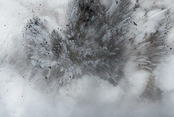 The explosions create beautiful, sometimes near-symmetric patters. (Photo: Tom Pfeiffer)