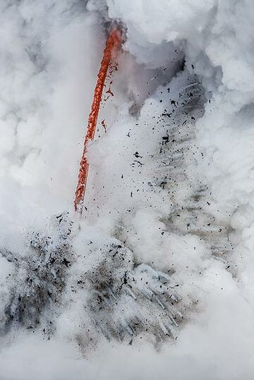 The height of the lava hose is approx. 15 meters. (Photo: Tom Pfeiffer)
