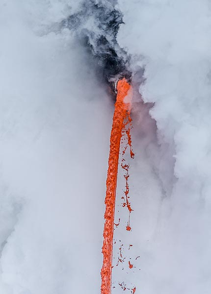As the lava falls, parts of it become detached and are torn into fine glassy filaments (Pele's hair), drops (Pele's tears) and irregularly shaped, twisted fragments. (Photo: Tom Pfeiffer)