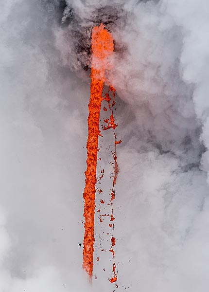View of the lava hose during a clear moment. (Photo: Tom Pfeiffer)