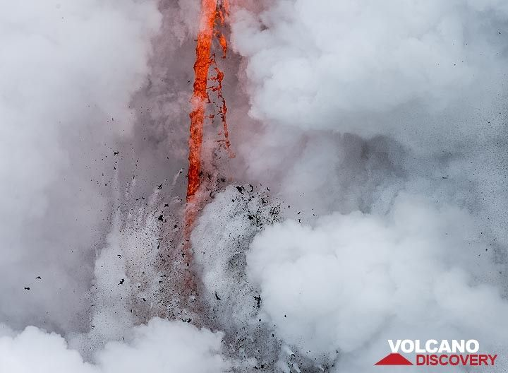 Steam parts to give view to the lava hose with a small explosion. (Photo: Tom Pfeiffer)