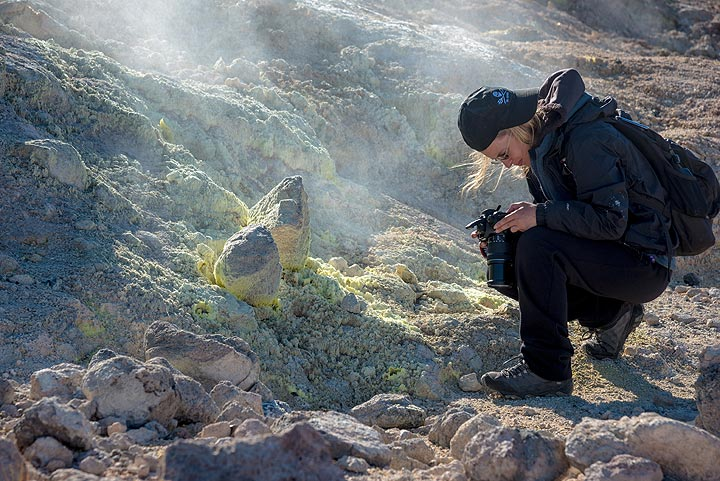 Looking at sulfur crystals. (Photo: Tom Pfeiffer)