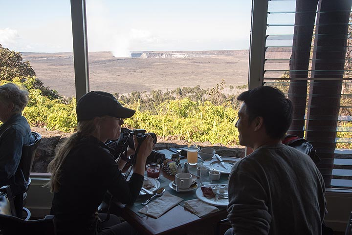 Enjoying a great breakfast (the best on Big Island we think!) in the Volcano House - also the view is unbeatable. (Photo: Tom Pfeiffer)