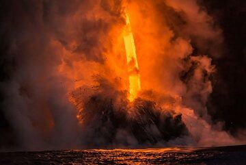 The fire hose diving into the sea which reacts with explosions, sometimes reminding the shape of a tornado touching land. (Photo: Tom Pfeiffer)