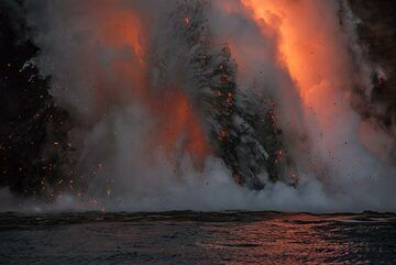 Most of the time, explosions are near-continuous. Lava bombs from a previous one are still falling while another sheet-shaped wall of steam and glowing fragments rise in front of the hose. (Photo: Tom Pfeiffer)