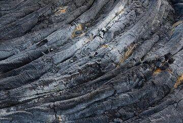 Regular lava ropes. (Photo: Tom Pfeiffer)