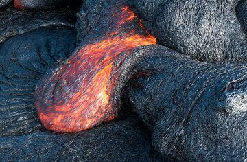 Smaller lava toes are easier to find and photograph. (Photo: Tom Pfeiffer)