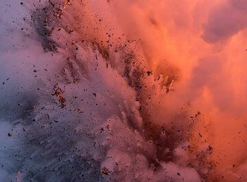 Explosion emerging from the steam (Photo: Tom Pfeiffer)
